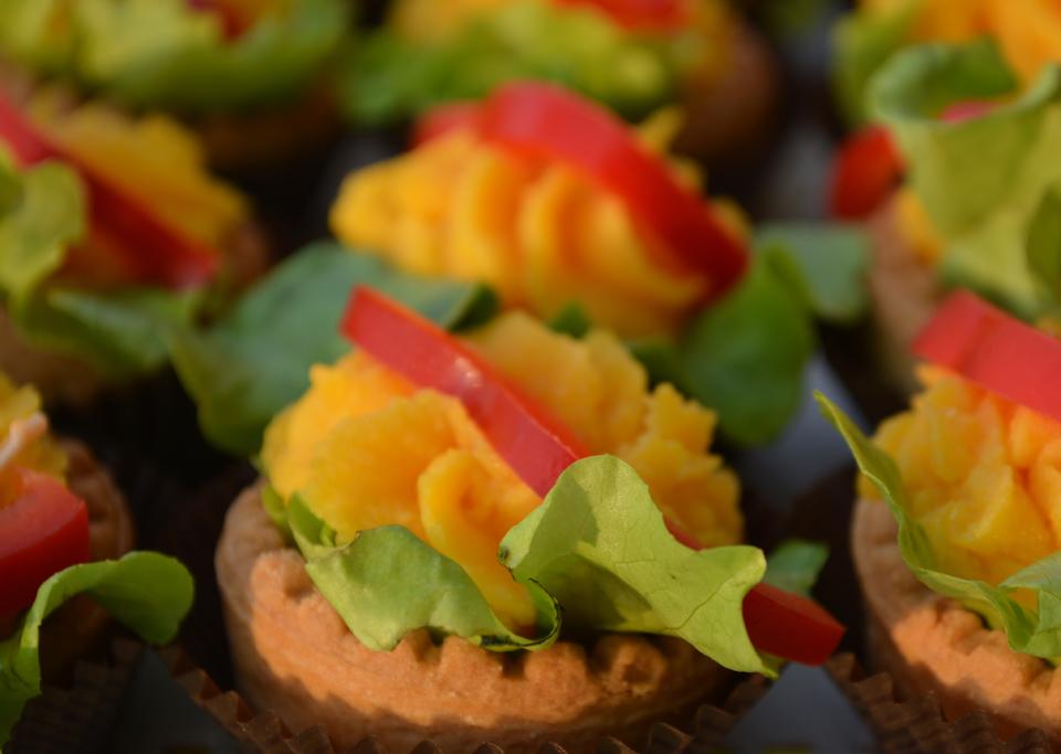 Тарталетки с пастет от моркови, сметана и ароматни подправки