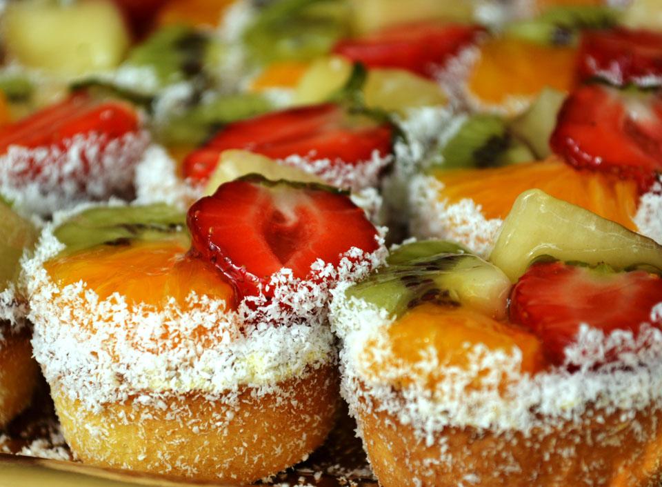 Мини тарталетки с ванилов крем и екзотични плодове