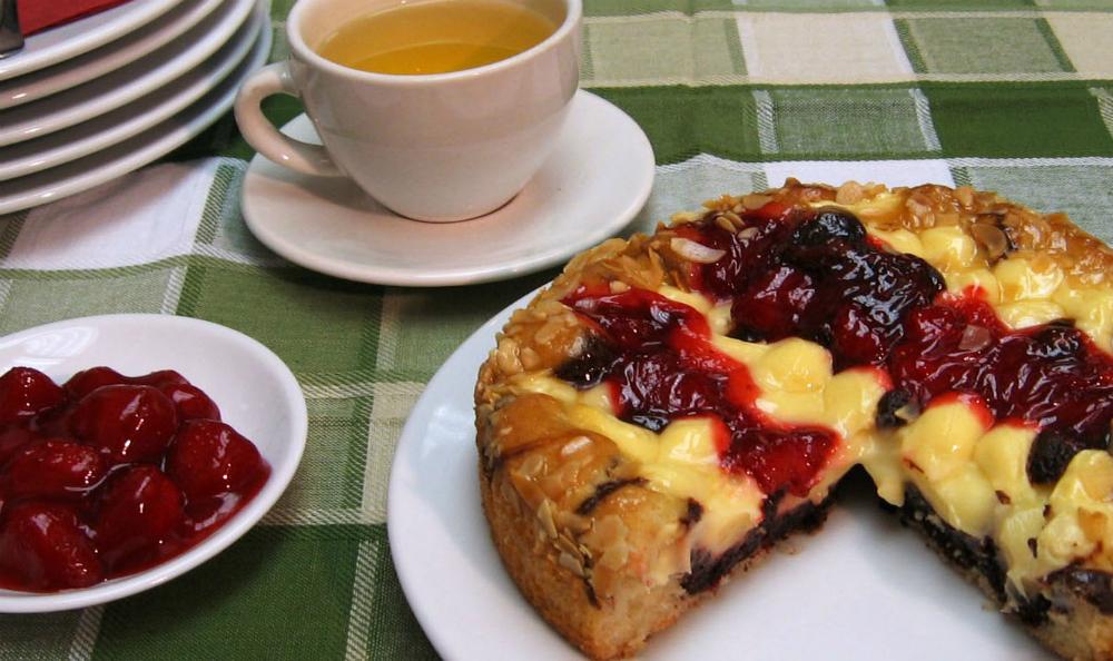 Кейк ягода и баварски крем